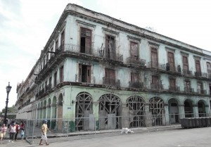 A run down building in Havana