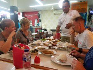 tourintro_dinner